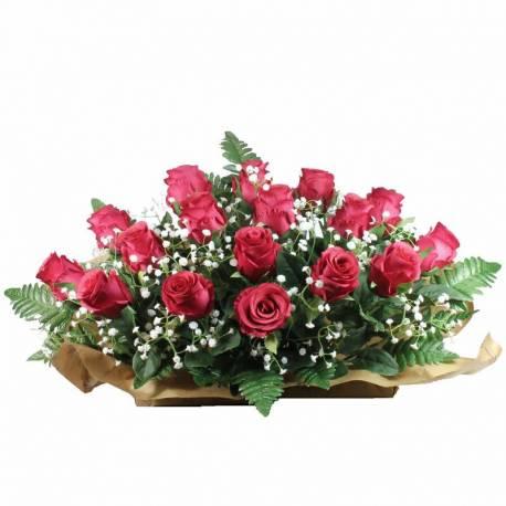 Jardinera flores artificiales cementerio capullos rojos