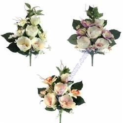 Pequeño ramo flores artificiales cementerio magnolias