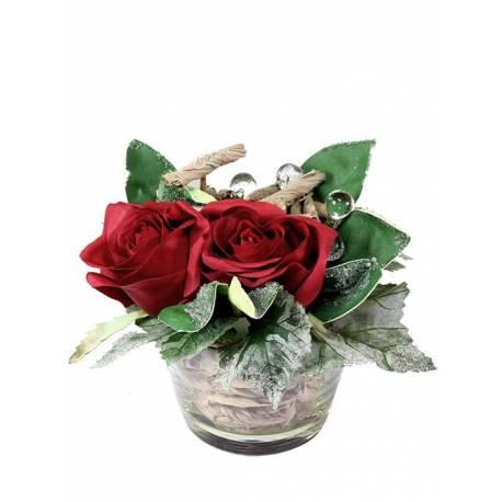 Centro pequeño de rosas artificiales en vaso de cristal